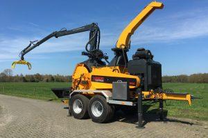 Europe-Chippers-EC-860-tandem-Crane-150HP-1-1300x975